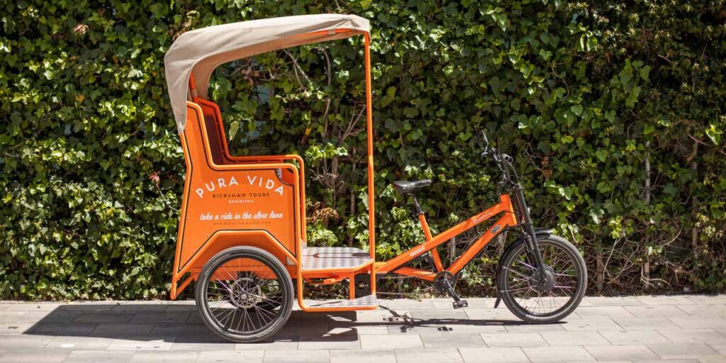 Rickshaw in front of green wall in Barcelona